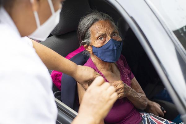 Dia 2/03 tem vacinação contra Covid-19 para idosos com idade a partir de 80 anos completos