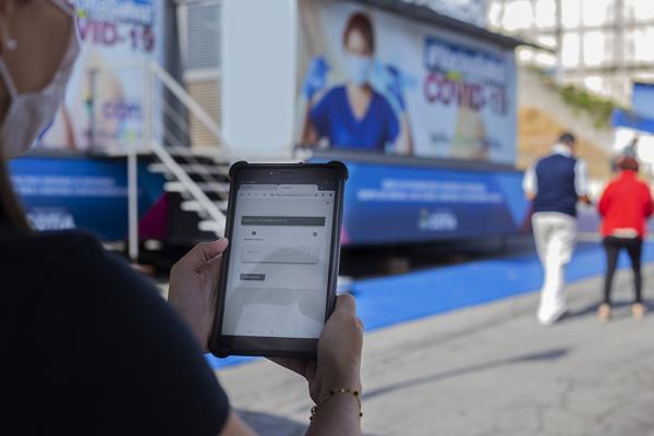 Com tablets, Cotia passará a atualizar os dados sobre vacinação contra Covid-19 em tempo real