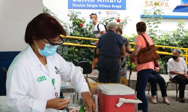 Idosos a partir de 67 anos serão vacinados em 14 de abril no Estado de SP