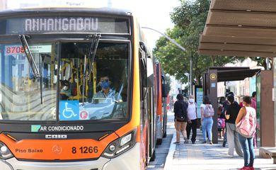 Justiça determina que 70% a 85% dos ônibus circulem em SP