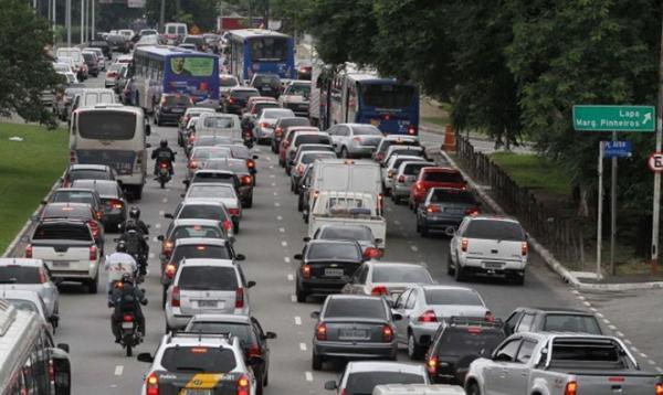 Greve do Metrô faz prefeitura de São Paulo suspender rodízio de carros