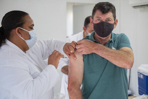 Covid19: Cotia abre agendamento da vacina para público geral com idade a partir de 55 anos