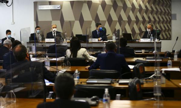 Queiroga diz em CPI que Brasil não está na terceira onda da pandemia