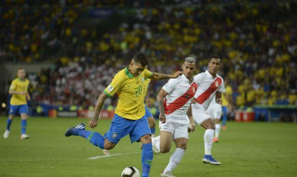 Brasil enfrenta seleção peruana no Nilton Santos
