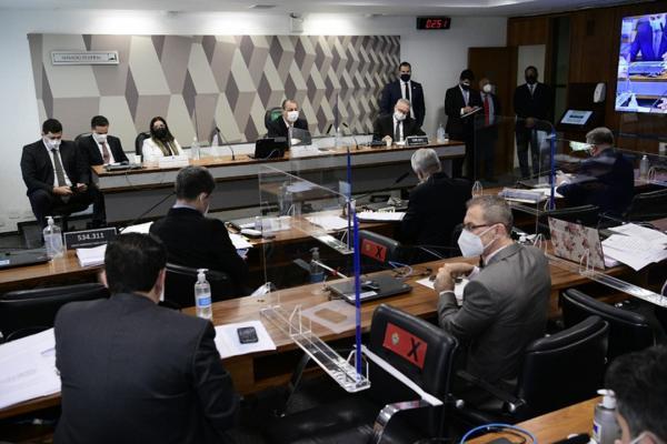 Sessão da CPI é suspensa após silêncio de diretora da Precisa