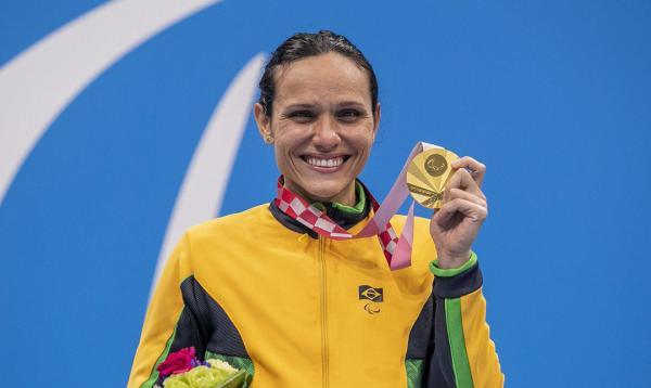 Tóquio: Carol Santiago é ouro e Cecília Araújo prata na natação