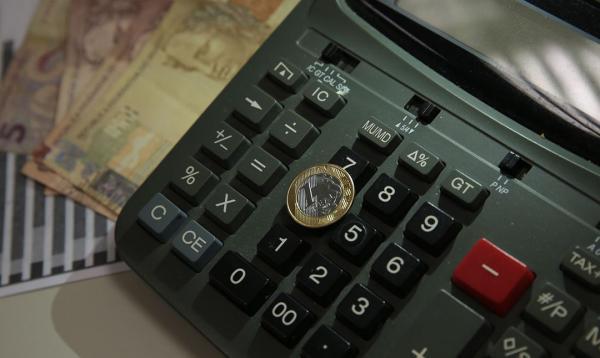 Reajuste salarial fica abaixo da inflação em agosto