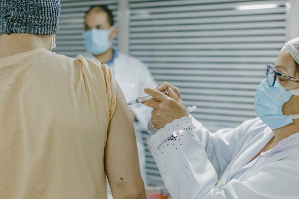Seguindo orientação do Estado, Cotia antecipa 2ª dose da vacina da Pfizer de 12 para 8 semanas