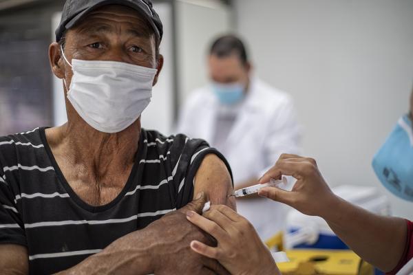 Covid19: Cotia reduz para 60+ a idade para recebimento da dose adicional da vacina