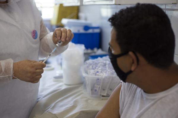 Em Cotia, 20 mil pessoas estão com a 2ª dose da vacina contra a Covid atrasada