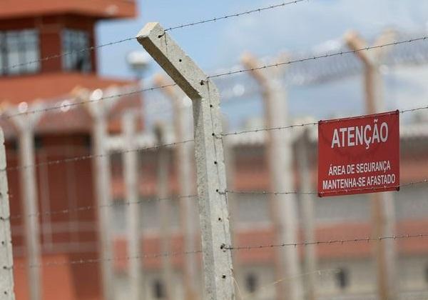 Membros do PCC fogem de prisão do Paraguai por túnel