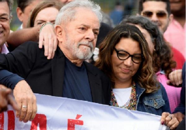 Janja avança em preparativos para casamento com Lula e pede dicas sobre vestidos