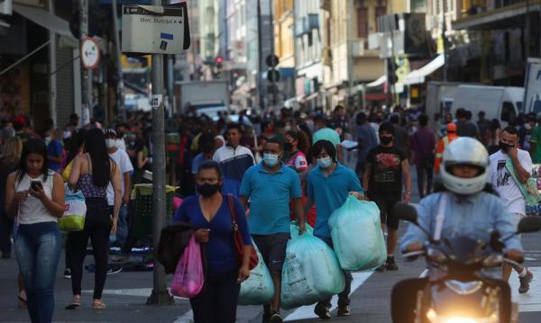 População do Brasil passa de 211,7 milhões de habitantes, estima IBGE