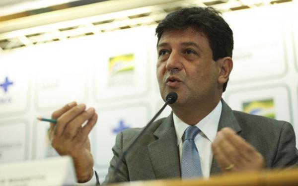 Ex-ministro Mandetta teme interferência de Bolsonaro na Anvisa