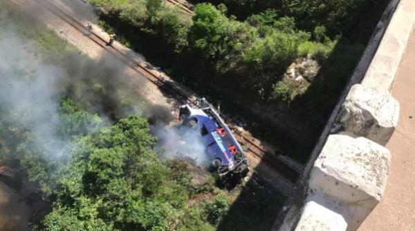 PRF confirma 10 mortes em acidente com ônibus em Minas Gerais