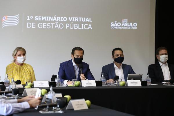 Governador João Doria prevê ano difícil e pede ajuda de prefeitos