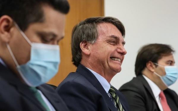 Oposição decide entrar com pedido de impeachment contra Bolsonaro por crise no AM