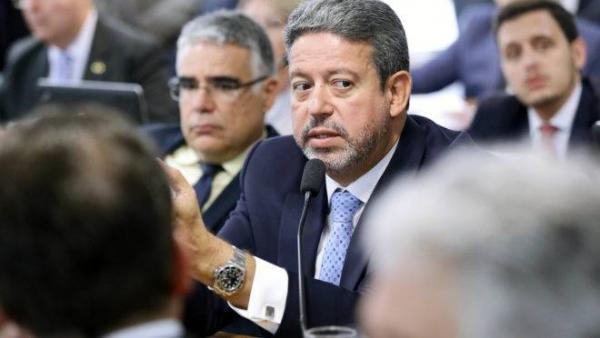 Parlamentares tentam barrar plano armamentista de Bolsonaro